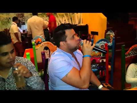 Oscar Arriaga en karaoke margarita