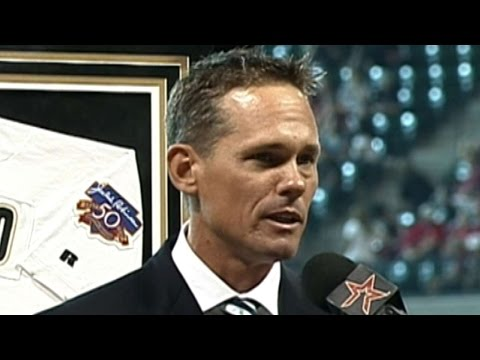 Houston honors Biggio by retiring his number