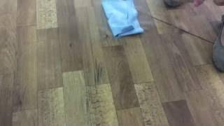 видео Как вывести и удалить пятна с линолеума