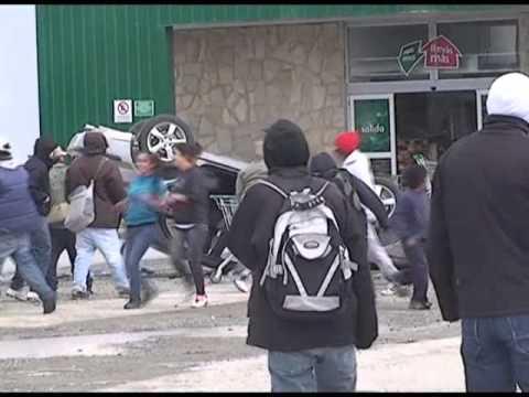 Continúan los saqueos en Bariloche, hay heridos y la Nación mandó a 400 gendarmes para reestablecer el orden