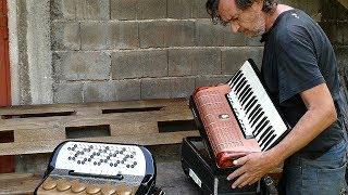 Bosanac Niko od jedne napravio dvije harmonike