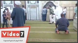 الأمن يغلق ضريح «الحسين» ويطرد الشيعة بعد صلاة الظهر