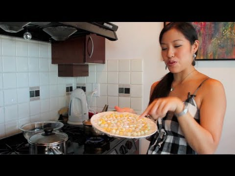 Rice Balls in Coconut Milk Dessert Recipe (Bua Loy) บัวลอย – Hot Thai Kitchen!