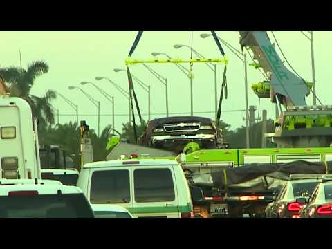 First car removed from wreckage of Florida bridge collapse