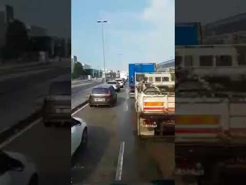 camionista veneto bestemmia in mezzo al traffico