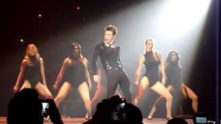 Kurt bailando Single Ladies Glee
