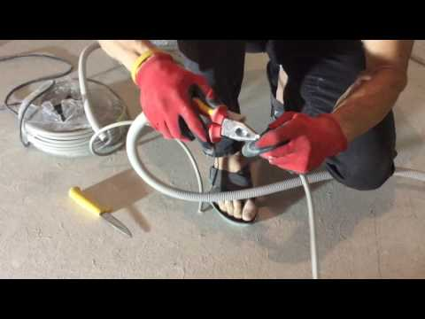 видео: Гофра. Как быстро продеть кабель в гофру