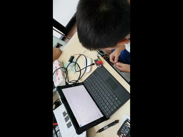 ค่ายนักประดิษฐ์เหมาะกับน้องๆอายุ 9 ขวบขึ้นไป เพื่อเรียนรู้เทคโนโลยีหุ่นยนต์พื้นฐาน