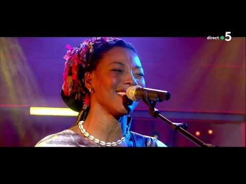 "Fatoumata Diawara - ""Nterini"" (live) - C à Vous - 29/05/2018"