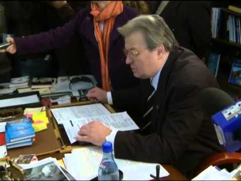 Corneliu Vadim Tudor, evacuat cu scandal din sediul PRM - circ si panarama