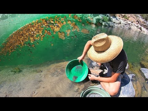 This Hawaiian Gold Miner Finds A Bedrock Ledge LOADED With GOLD DUST!!