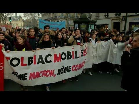 شاهد: خطاب ماكرون لا يثني طلاب فرنسا عن التظاهر  - نشر قبل 5 ساعة