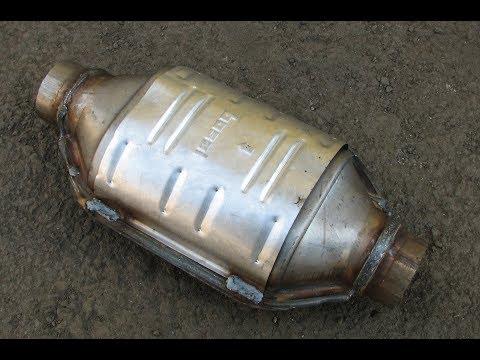 разбираем катализатор достаем керамику узнаем цену  +паладий  1000p за кило...