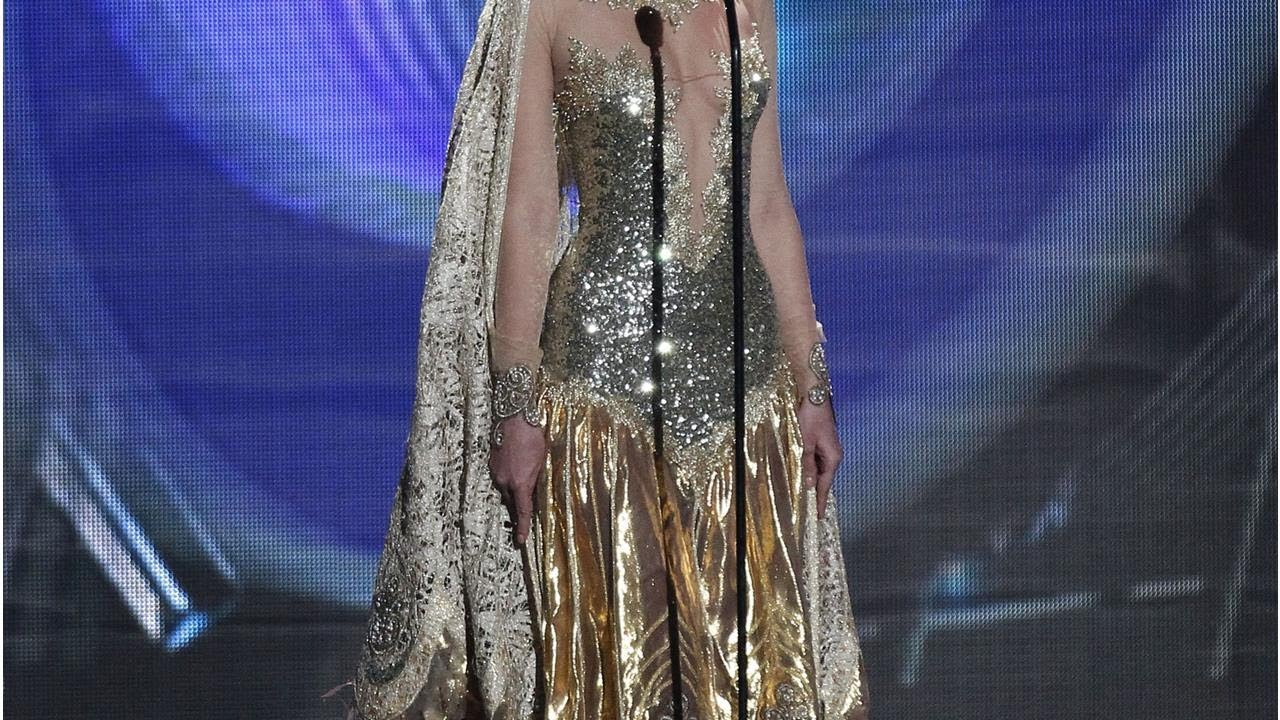 ¡QUÉ CALOR! Yanet García modela ARDIENTES vestidos fuera de Televisa (FOTOS)