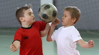 Малыши-футболисты.