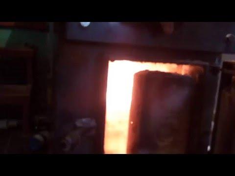 піролізний котел 1 горить пресована шелуха сояшника
