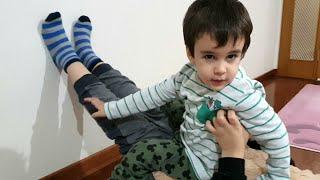 Berat Ayının Üstüne Çıktı. Eğlenceli Çocuk Videosu