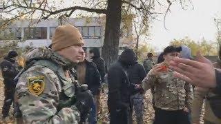 К бою! Полиция открыла ОГОНЬ при столкновении с нациками в Донбассе