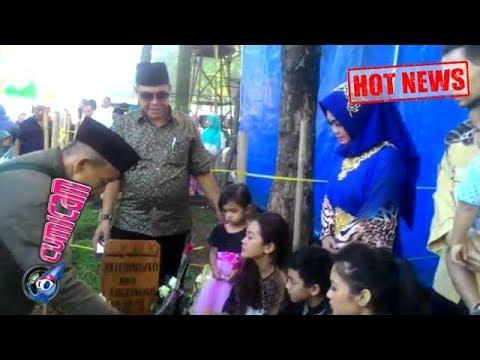 Hot News! Hari Raya Idul Fitri, Keluarga Nyekar ke Makam Jupe - Cumicam 25 Juni 2017