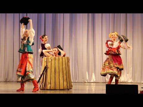 shutochniy-tanets-video-podglyadivayut-za-devushkami-drochat