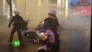 Des motards de la police attaqués par une dizaine d'individus à Paris