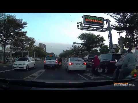車陣夾縫藏危機,白色那台也別走啊! | wowtchout