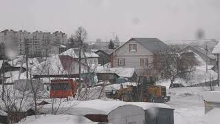 Снегоуборочная техника работает во всех районах Барнаула. За ночь выпала месячная норма осадков.