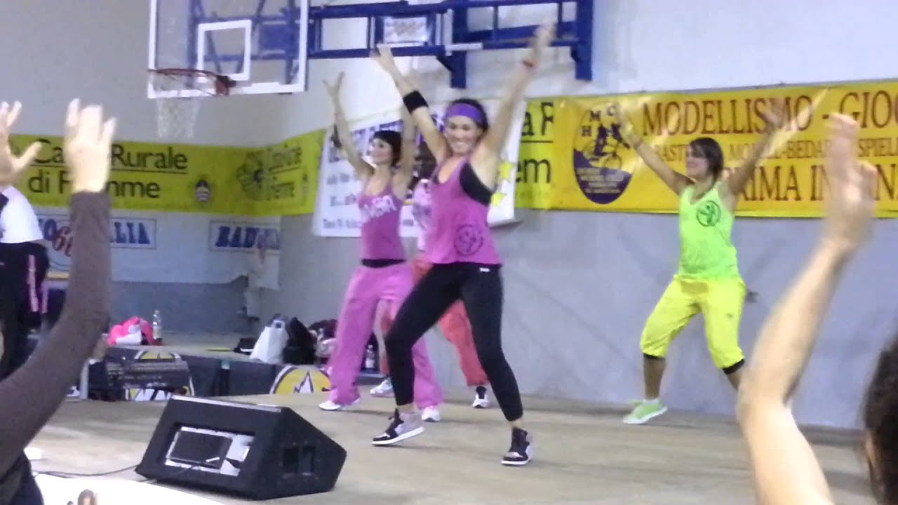 Angela Capuano Zumba-Bologna - Up in her belly - YouTube