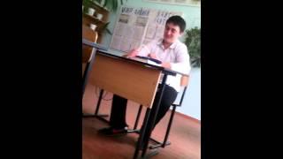 Ученик доебал учителя на уроке