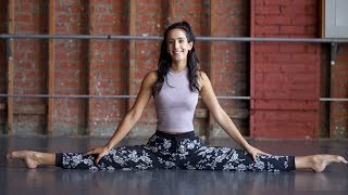 FAST and EASY Middle Splits Tutorial with @MissAuti