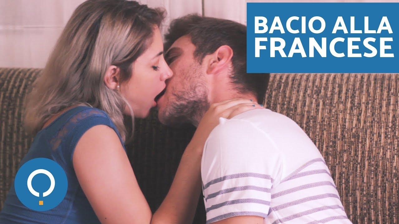 Come dare un bacio con la lingua bacio alla francese - Foto di innamorati a letto ...