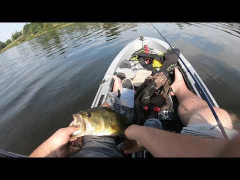 SMASHIN SOME BASS : CANADA BASS AND PIKE FISHING
