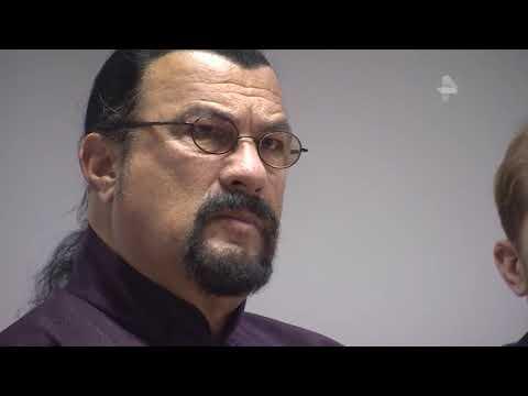 Сигал заявил о желании посетить бой Емельяненко и Кокляева