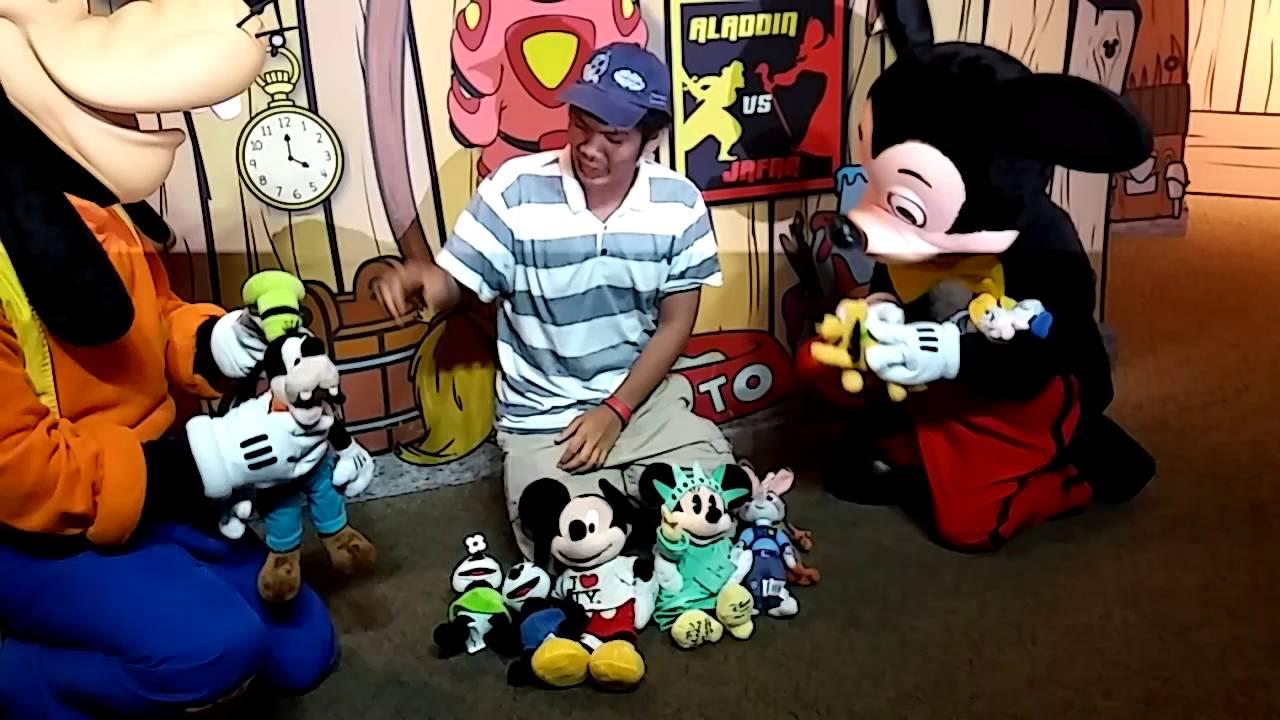 Visa meet and greet mickey and goofy 5 youtube visa meet and greet mickey and goofy 5 kristyandbryce Choice Image