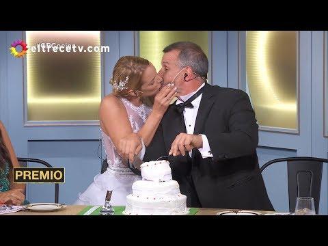 Carina Zampini cortó la torta con Christian Petersen ¡y se lo chapó!