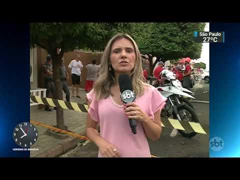 Avião cai sobre casa no interior de São Paulo e mata três pessoas | SBT Brasil (09/10/17)