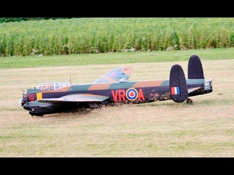 WHEELS UP FORCED LANDING GIANT 1/6 SCALE RC AVRO LANCASTER - WILLIS WARBIIRDS - 2016