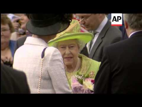 Queen and husband arrive for open-air party at Stormont