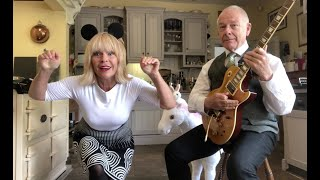 "Toyah & Robert Fripp - Caffeinated Mouse Tap Dancing to ""Fracture"""