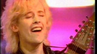 Nice quality video recorded live in the studio of Top Of The Pops 1...