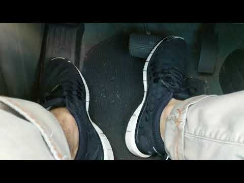 driving-in-woven-nike-free-run-running-shoes