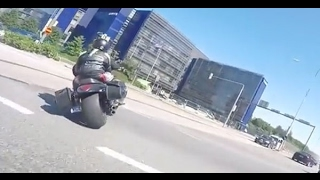 Exiting police motorcycle chase in Finland   a surprise description