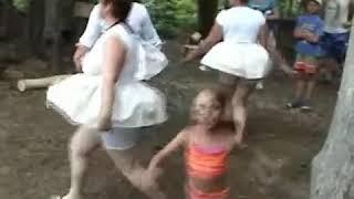 Сценка прикол   День торговли Танец маленьких лебедей