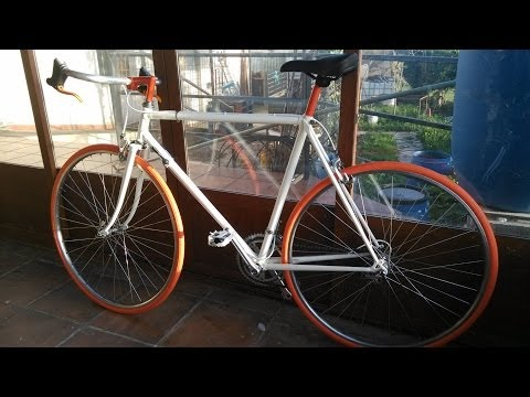Restauracion bicicleta de carreras, cambio de imagen de antigua bicicleta de carretera oxidada.