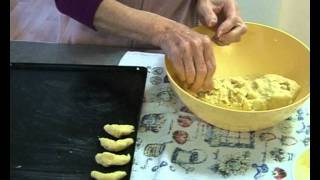 """ Almond Crescents "" Bajias Cooking"