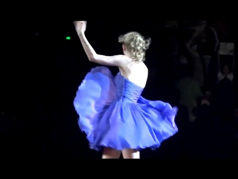 Taylor Swift Skirt Flies Up On Stage