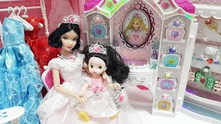 Snow White Princess dolls Bedroom Morning Routine Dress and Jewelry Accessory