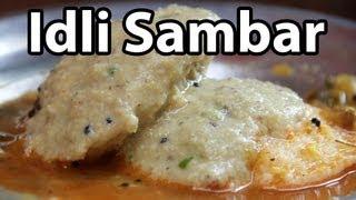 Idli Sambar - Eating Steamed Rice Cakes on a Narrow Lane in Varanasi