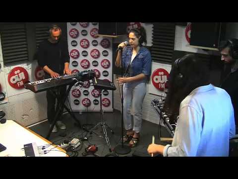Izia - Pendant que les champs brûlent (Niagara) - Session acoustique OÜI FM