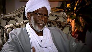 شاهد علي العصر حسن الترابي الحلقة الثانية كاملة  قناة الجزيرة مع احمد منصور ج2 hassan al turabi